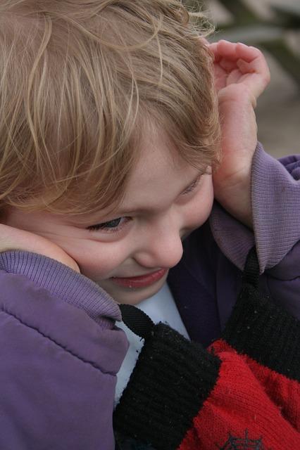 双子の1人が自閉症と知的障害、1人は健常。その苦労を語ります